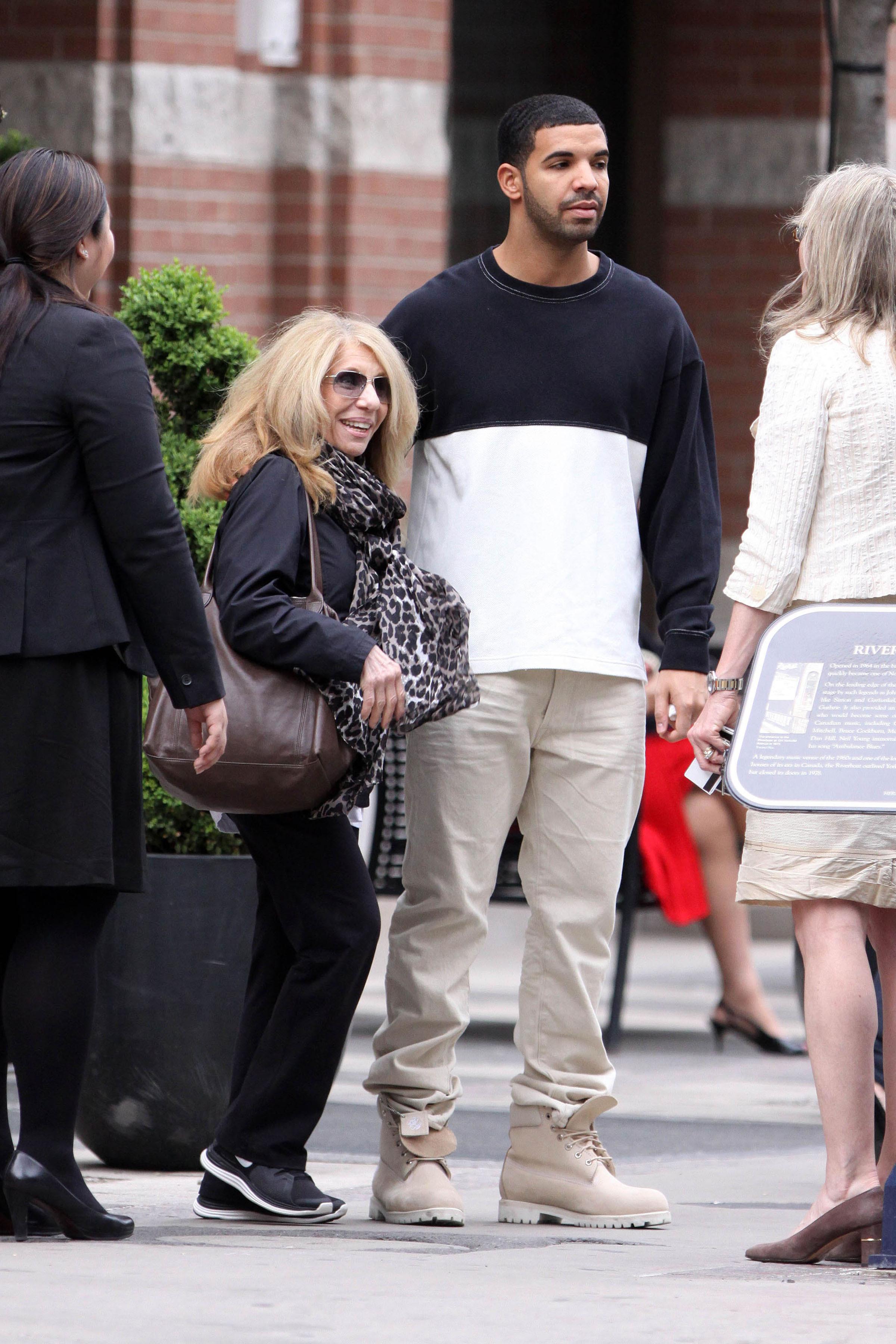 Drake shopping with his mum