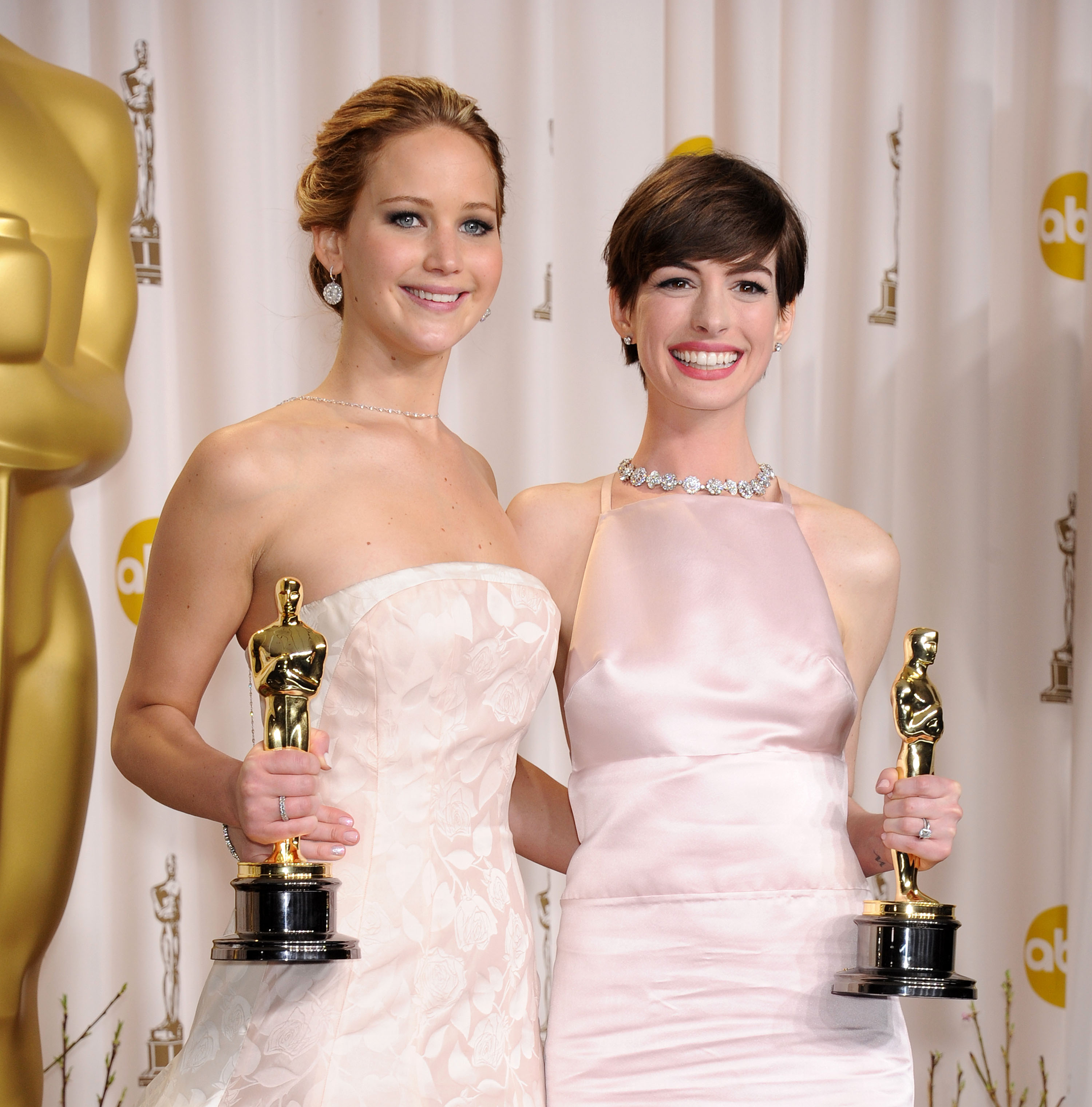 Jennifer Lawrence Anne Hathaway Oscars