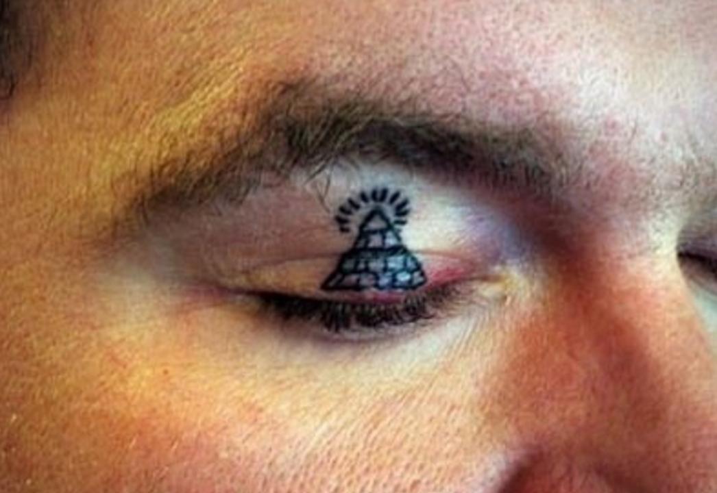 eye lid tattoo