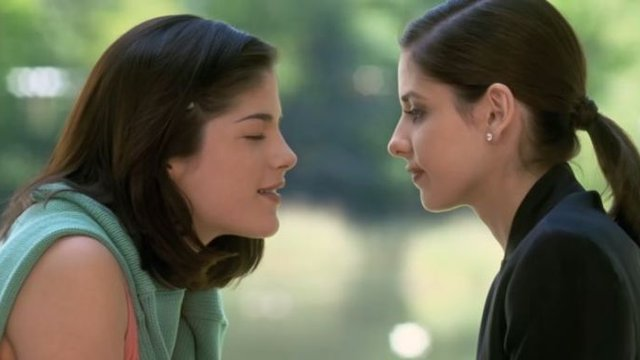 This Iconic Same-Sex Movie Kiss Was Cut From TV & Fans Are ...