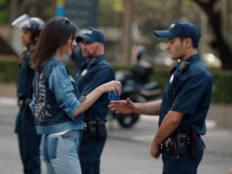 Kendall Jenner pepsi cop