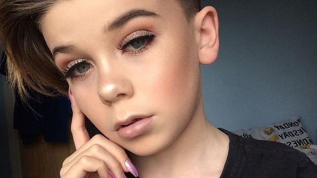 The Internet Is Obsessed With This Incredible 10-Year-Old Male Beauty Blogger - Popbuzz-9010