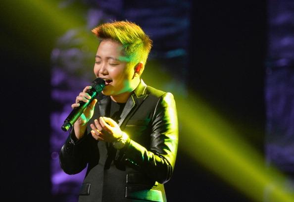 Jake Zyrus performing at Pinoy benefit concert