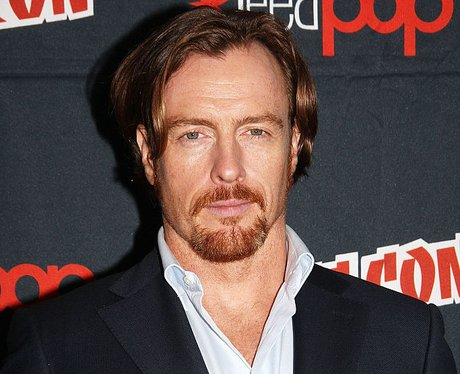 Toby Stephens Lost in Space John Robinson