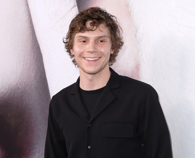 AHS: Apocalypse cast - Evan Peters