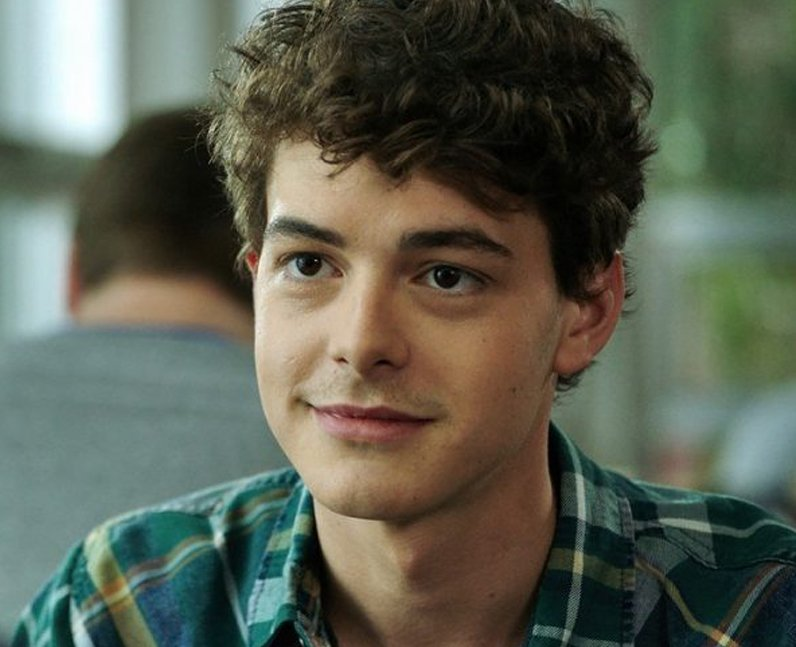 who plays carter davis in happy death day israel broussard 13