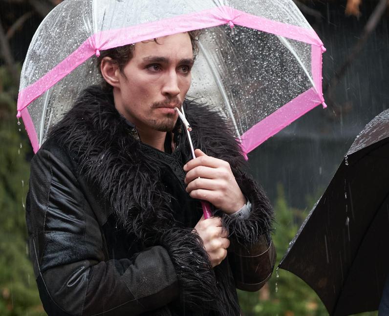 Robert Sheehan as Klaus in The Umbrella Academy