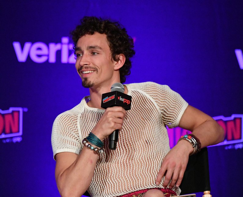 Robert Sheehan at New York Comic Con 2018