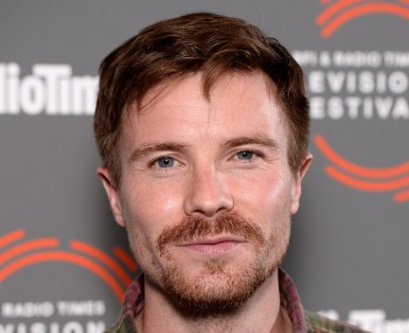 Joe Dempsie facial hair