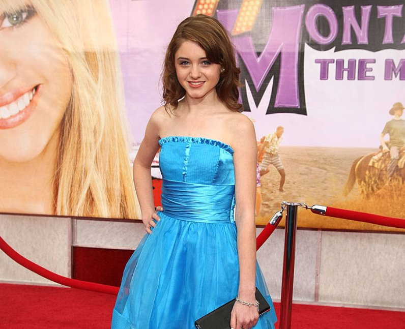 Natalia Dyer at the Hannah Montana premiere