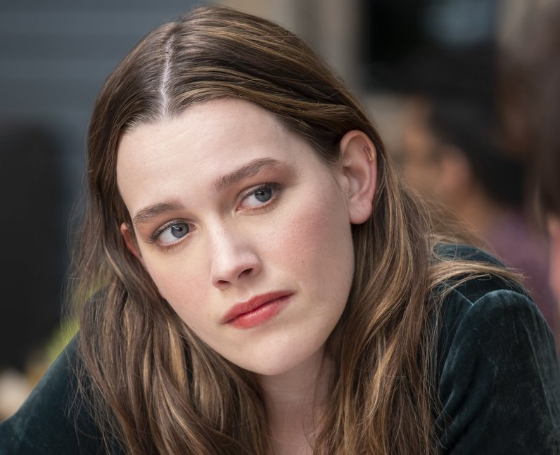 Victoria Pedretti as Love Quinn in Netflix's You