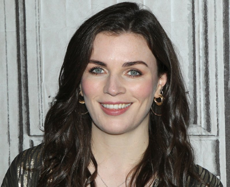 How to you pronounce Aisling Bea
