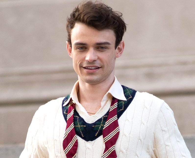 Who does Thomas Doherty play in the Gossip Girl re