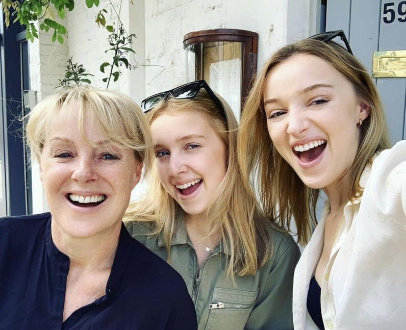 Who are Phoebe Dynevor's parents? She has a famous