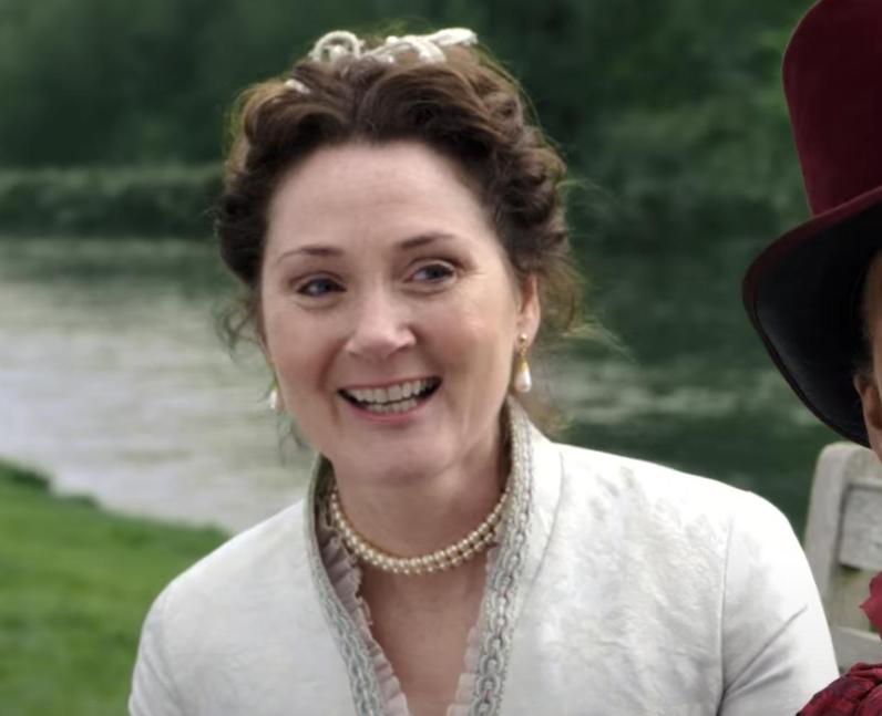 Who plays Lady Violet Bridgerton in Bridgerton? –