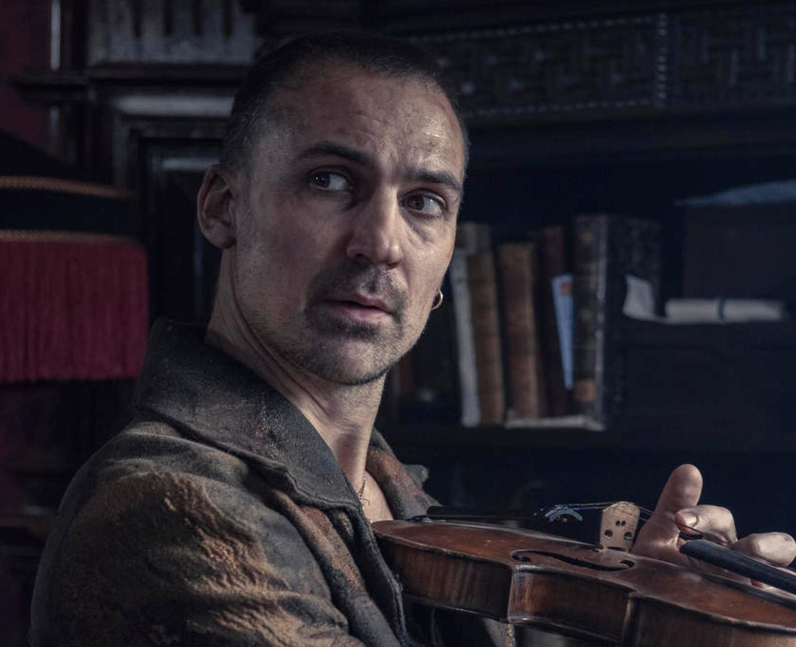 Who plays Sherlock Holmes in The Irregulars? - Hen