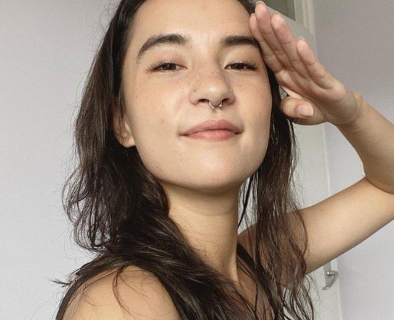 How tall is Jessie Mei Li?