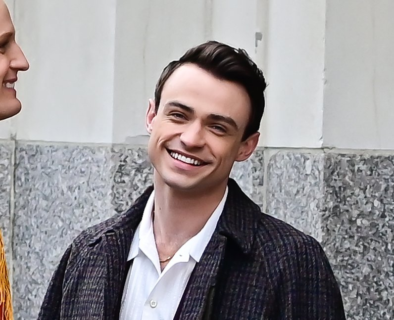 Who is Thomas Doherty dating? Does he have a girlf