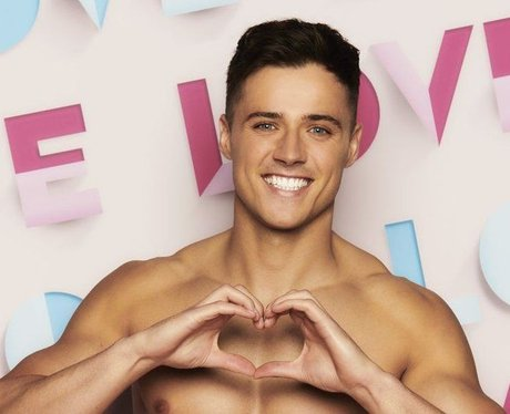How old is Brad McClelland from Love Island 2021?